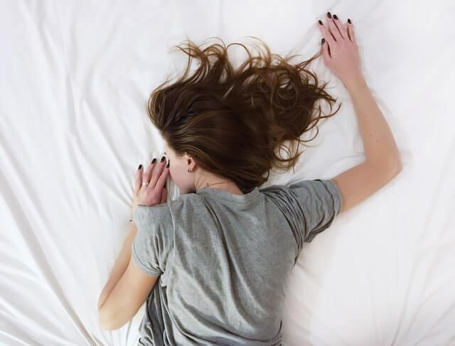 シフト制 休日 寝たきり