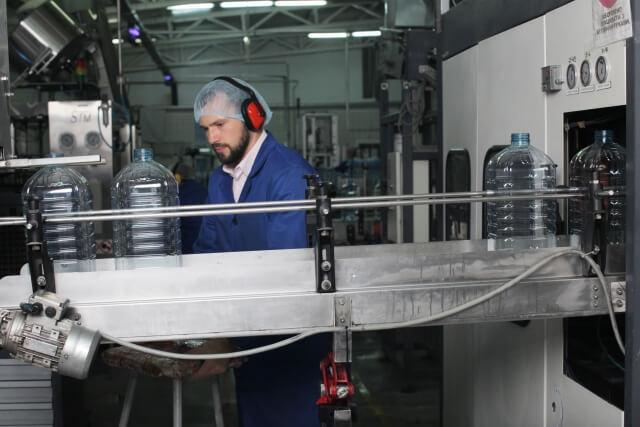 工場のライン作業